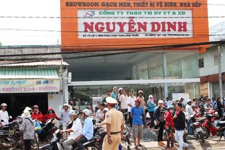 Người dân bỏ việc ra hiện trường theo dõi thực nghiệm vụ thảm sát ở Bình Phước  - ảnh 4