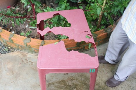 Người đàn ông đuổi đánh các phóng viên tại hiện trường vụ thảm sát ở Bình Phước  - ảnh 2