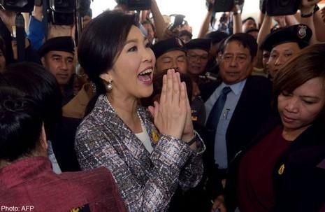 Cựu thủ tướng Thái Lan phải bồi thường hàng trăm tỉ bath - ảnh 1