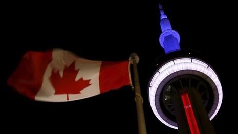 Thế giới đổi màu cờ Pháp tưởng niệm nạn nhân vụ khủng bố  - ảnh 7