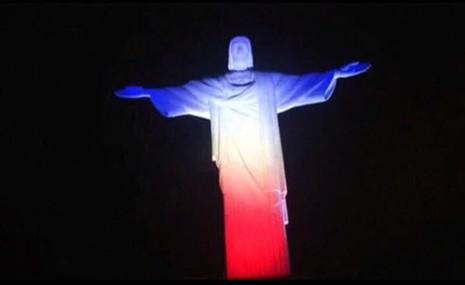 Thế giới đổi màu cờ Pháp tưởng niệm nạn nhân vụ khủng bố  - ảnh 8