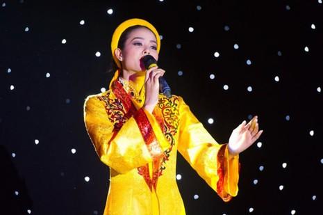 Nghe Phạm Hương hát Dạ cổ hoài lang tại cuộc thi Hoa hậu Hoàn vũ  - ảnh 1