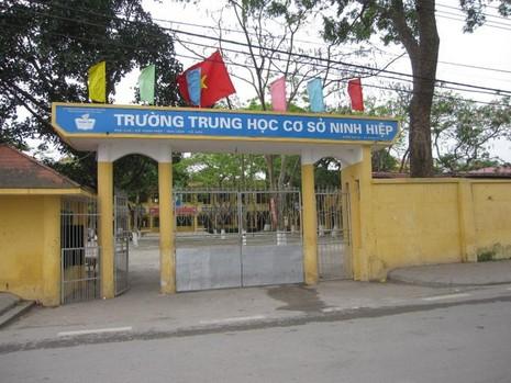 Hà Nội: Hàng nghìn học sinh nghỉ học phản đối xây trung tâm thương mại - ảnh 1