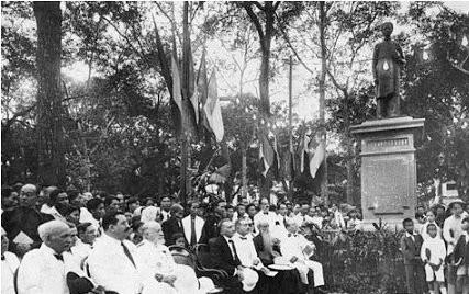Lễ khánh thành tượng Trương Vĩnh Ký thời thuộc Pháp ở một góc công viên Thống Nhất trên đường Norodom (nay là đường Lê Duẩn) - Ảnh tư liệu