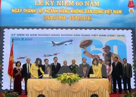 Phát hành bộ tem kỷ niệm 60 ngành hàng không dân dụng Việt Nam - ảnh 2