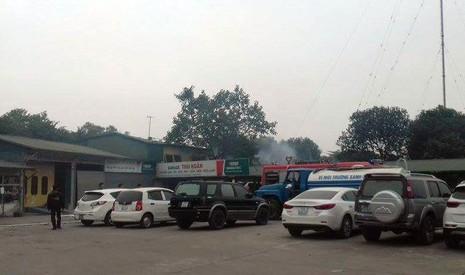 Cháy lớn tại gara ô tô ở Hà Nội - ảnh 1