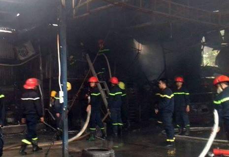 Cháy lớn tại gara ô tô ở Hà Nội - ảnh 4