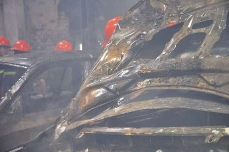 Chùm ảnh: Năm siêu xe cháy trơ khung trong vụ cháy lớn ở Cống Quỳnh  - ảnh 4