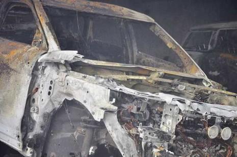 Chùm ảnh: Năm siêu xe cháy trơ khung trong vụ cháy lớn ở Cống Quỳnh  - ảnh 5