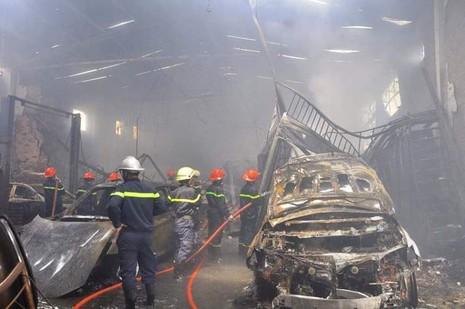 Chùm ảnh: Năm siêu xe cháy trơ khung trong vụ cháy lớn ở Cống Quỳnh  - ảnh 6