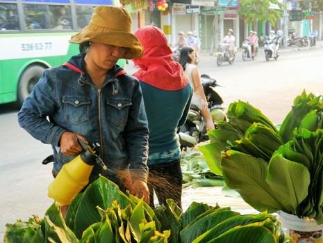 Độc đáo chợ lá dong giữa Sài Gòn - ảnh 3