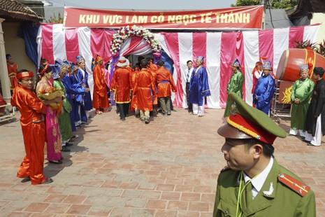 Tết, Lễ hội, Lễ hội chém lợn, bộ trưởng Hoàng Tuấn Anh