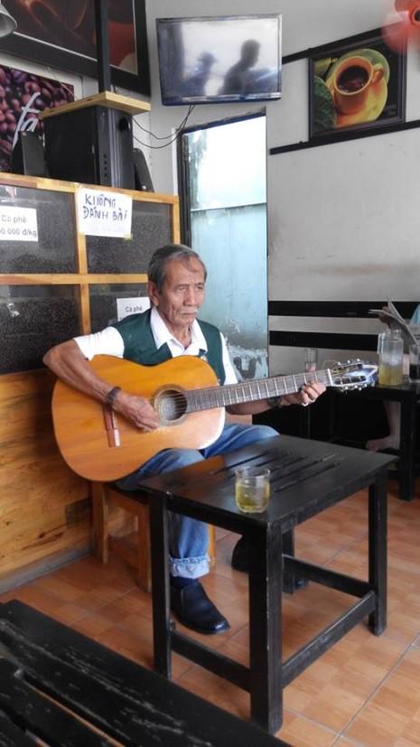 Nghệ sĩ vô danh trong quán cafe 12.000 đồng - ảnh 1