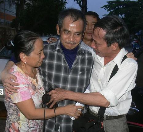 'Người tù thế kỷ' Huỳnh Văn Nén bị té xe máy, hôn mê  - ảnh 1