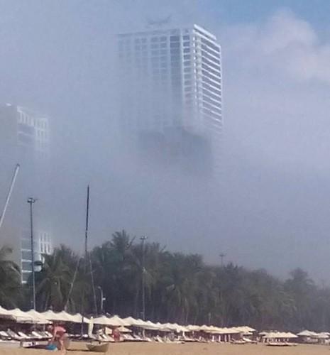 Sương mù bao phủ trời Nha Trang lạ hay bình thường? - ảnh 1
