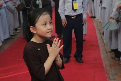 Chùm ảnh: Lễ rước Phật bằng xe hoa và 104 xe ô tô tại Huế - ảnh 8