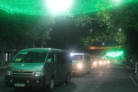 Chùm ảnh: Lễ rước Phật bằng xe hoa và 104 xe ô tô tại Huế - ảnh 9