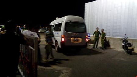 Chùm ảnh: Trắng đêm cứu hộ tàu bị chìm trên sông Hàn  - ảnh 7