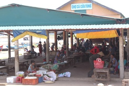 Chợ cá lớn vắng bóng tiểu thương sau vụ 25 tấn cá nục nhiễm phenol - ảnh 1