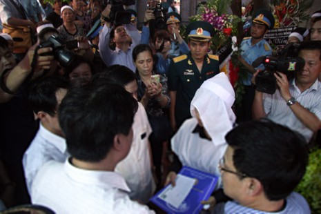 Phó chủ tịch Hà Nội thăm, trao quyết định đặc cách viên chức cho vợ Đại tá Khải  - ảnh 2