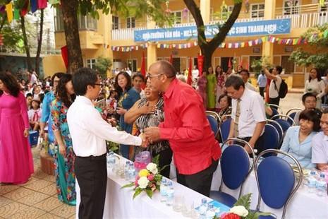 Phó Thủ tướng Vũ Đức Đam bất ngờ dự khai giảng trường Việt Nam - Cuba - ảnh 4