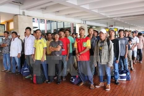 Lần đầu tiên Indonesia trao trả ngư dân Việt Nam trên biển - ảnh 1
