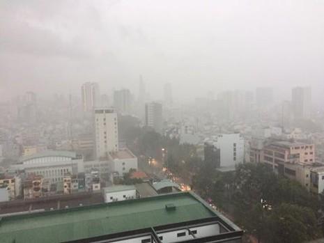 TP.HCM bất ngờ đón 'mưa xuân' chiều mùng 6 Tết  - ảnh 4