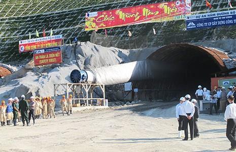 Chính phủ cho xây hầm qua đèo Cù Mông - ảnh 1