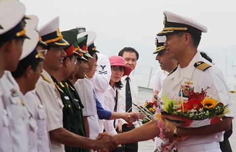 Đại tá gốc Việt dẫn đầu hai chiến hạm Mỹ thăm Đà Nẵng - ảnh 1
