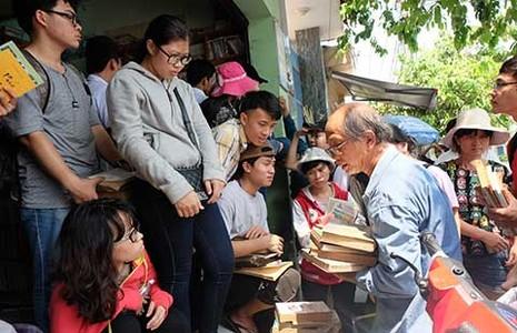 Người Sài Gòn cứu 10 tấn sách cũ - ảnh 1