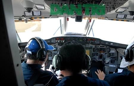 Gần 60 chiến sĩ cảnh sát biển tham gia cứu nạn máy bay Su 22 - ảnh 1