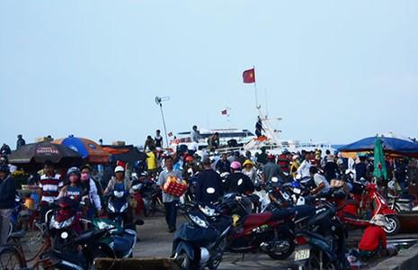 Trên 5.000 du khách ra đảo Lý Sơn dịp lễ 30-4 - ảnh 1