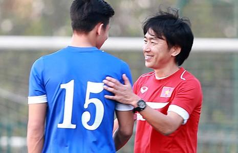 Vấn đề của bóng đá VN: VFF hoãn binh,  Miura lo lắng - ảnh 1