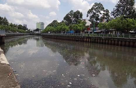Chi hàng ngàn tỉ đồng cứu nguồn nước ở Sài Gòn - ảnh 1