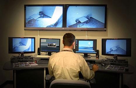 Gắn camera  để bảo vệ nghi phạm khỏi nhục hình - ảnh 1