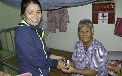 Chị Hồng: 'Tôi vẫn tiếp tục nghề ve chai!' - ảnh 2