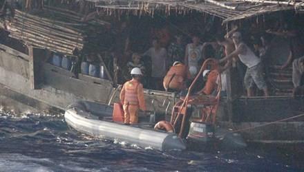 Tàu Trung Quốc hai lần cản trở tàu Việt Nam cứu nạn ngư dân - ảnh 1
