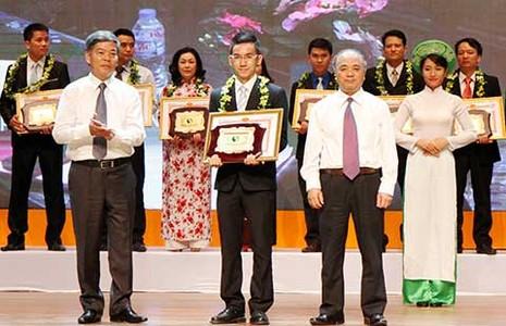 FCV nhận giải thưởng của Bộ TN&MT - ảnh 1