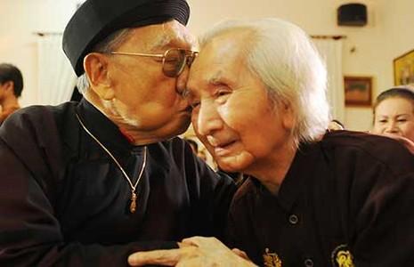 Trên giường bệnh Giáo sư Trần Văn Khê nhớ tiếng đờn...  - ảnh 1