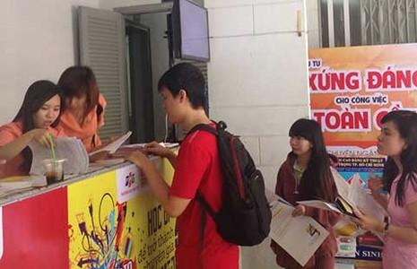 Hàng ngàn thí sinh nhận giấy báo thi - ảnh 1