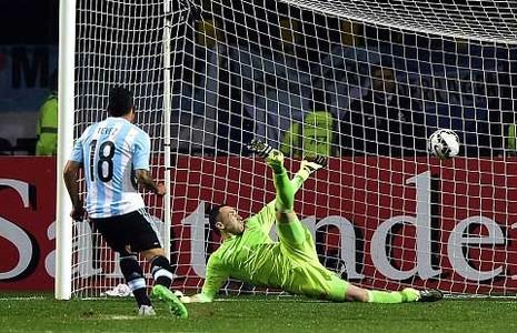 Người hùng Tevez đưa Argentina vào bán kết sau loạt luân lưu thứ 7  - ảnh 1