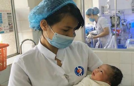 Trẻ sơ sinh liên tục bị bỏ rơi  - ảnh 1