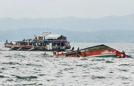 Phà chìm lật úp ở Philippines - ảnh 1