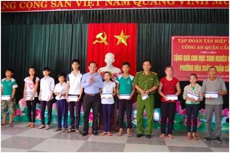 Tân Hiệp Phát tặng quà cho học sinh nghèo Huế, Đà Nẵng - ảnh 2