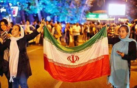 Dân Iran ăn mừng thỏa thuận lịch sử - ảnh 1