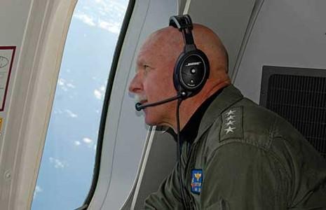 Đô đốc Mỹ bay giám sát biển Đông  - ảnh 1