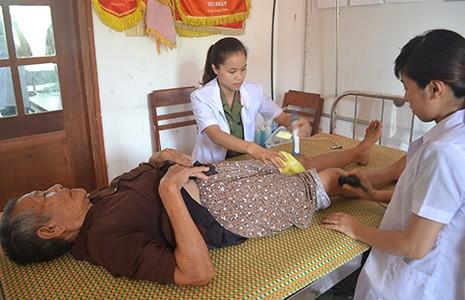 Khám bệnh tình nguyện trên đảo Lý Sơn - ảnh 1