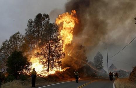Khô hạn khốc liệt, lửa hoành hành ở bang California - ảnh 1