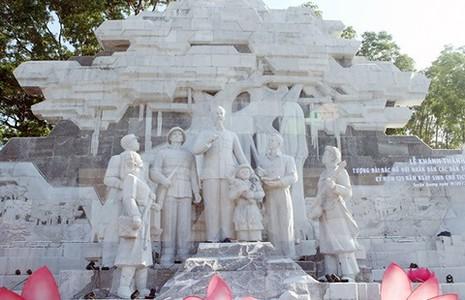 1.400 tỉ đồng xây dựng tượng đài Bác Hồ với đồng bào Tây Bắc - ảnh 1