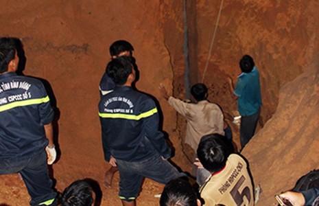 Giải cứu bé gái rơi xuống giếng sâu  - ảnh 1